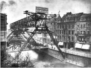 La construction en 1898