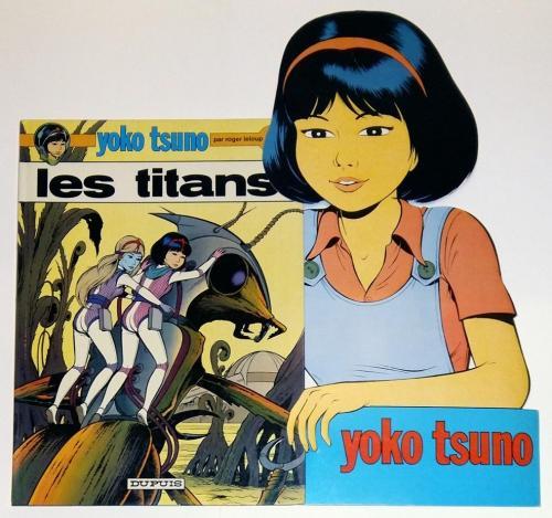 PLV Pour la vente de l'album Les Titans en situation.
